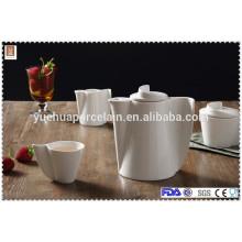 Keramik-Teekanne mit Teekanne, Zuckertopf, Tasse und Milchglas