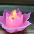 Velas con pilas de la llama del baile de la flor
