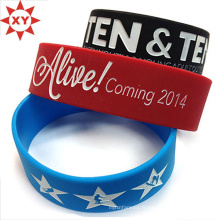 Taille de bracelet en silicone noir, bleu et rouge pour les adultes