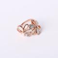 Anillo de diseño de flores de rosa Tono de tres tonos