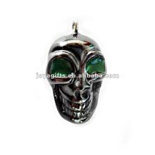 Pequeños colgantes de esqueleto humano de hematites con ojo verde