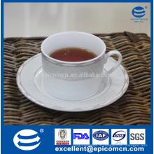 Фарфоровая посуда из фарфора, золото, украшенное фарфоровым чаем и блюдцем