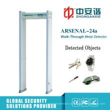 Luces LED que indican el detector de metales de Digitaces para la oficina de correos