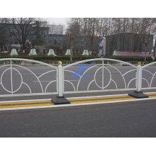 Муниципальная забор используется для дорожного