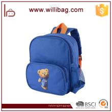 O jardim de infância bonito do poliéster do urso caçoa o saco de escola da trouxa