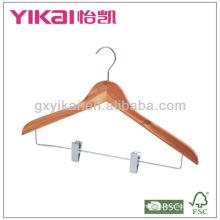Cabide de camisa de cedro com clipes de metal