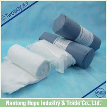 Rolo de algodão com dois tipos de embalagem, um no estéril outro é não-estéril