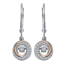 La plata 925 cuelga los pendientes con la joyería del diamante que baila