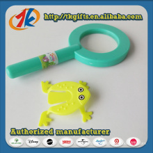 China Wholesaler Plastic Magnifying Toy with Jump Frog