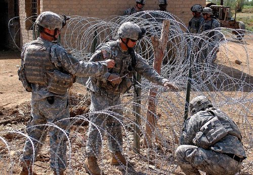 razor wire fence installation and assemble 2