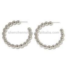 Vente en gros de boucles d'oreilles en acier à perles spéciales Design de bijoux à la mode en provenance de Chine