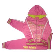 Juego de deportes para niños en ropa de niños