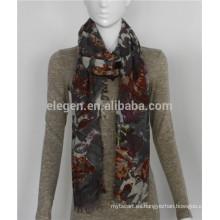Bufanda de lana ligera con estampado de flores