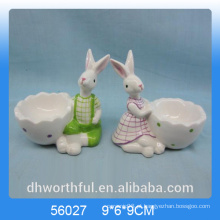 Corte copo de ovo de cerâmica de forma de coelho para o Dia da Páscoa