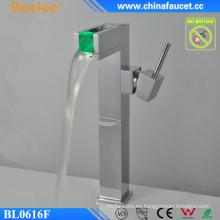 Grifo de lavabo de baño con cambio de color claro LED