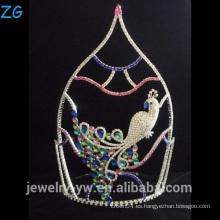 Hermosa corona de pavo real de colores