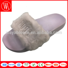 Dernières nouvelles sandales de dames de conception pantoufles / glissières / sandales en peluche faites sur commande