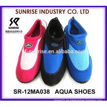 SR-12MA038 Los zapatos más nuevos del neopreno de los hombres que practican surf la playa plástica calzan el agua de la aguamarina calzan los zapatos del agua que practican surf los zapatos