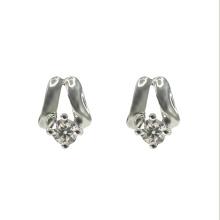 Boucle d'oreille en argent classique avec zircone cubique