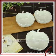 Plat en porcelaine avec bambous en forme de pomme