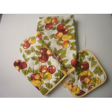 Microwave Oven Glove Set with Heat Mat and Apron