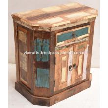 Armário de madeira reciclada