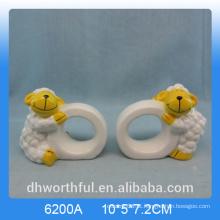 Lovely cordeiro forma anel de guardanapo de papel cerâmico