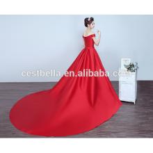 2017 Vestido de cetim de cetim vermelho com vestido de baile de cauda longa Trem de trem vermelho