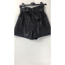 Hoch taillierte Papiertüten-Shorts aus Kunstleder