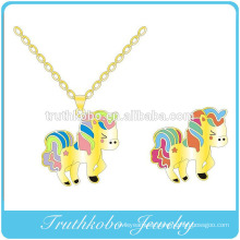 Vacuum plating gold high quality stainless steel animal cartoon horse shape engraved cut pendant jewelry design for girls