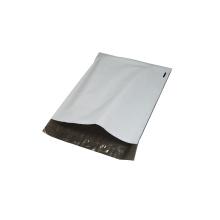 Camiseta de color blanco Bolsa de embalaje con adhesivo