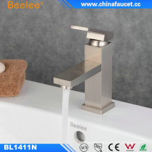 China Bathroom Basin Deck Mounted Water Professional Faucet