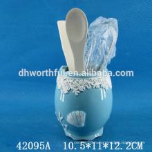 Прекрасный керамический держатель для кухонной посуды
