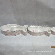 Tigela de gato de cerâmica com forma de peixe