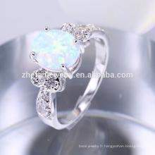 Anneau de bijoux en pierre opale de feu blanc artificiel en laiton