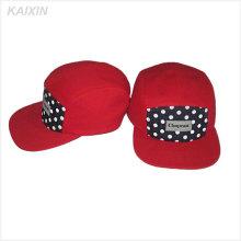 Chapeaux de 5 sangles en coton à boucle avec boucle en métal rouge Chapeaux de 5 feuilles avec étiquette tissée à pois 5 chapeaux et casquettes