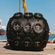 Pára-choque de borracha pneumático usado para o navio entrado