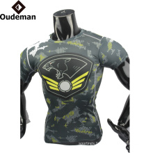 OEM Mode haute qualité hommes vêtements de fitness conception personnalisée dernière compression chemise pour homme