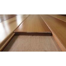 Plancher en bois de cèdre rouge