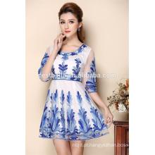 Ladies vestido casual curto com bordados e impressão floral
