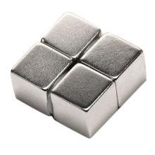 Imán rectangular utilizado para la electricidad