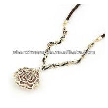 Moda jóias fabrica colar de pingente de flor oco China fornecedor