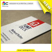 Impressão em cartão de visita com qualidade de papel com tipografia em forma personalizada