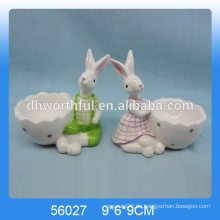 Ausgezeichnete Design Keramik Eierbecher mit niedlichen Kaninchen Figürchen