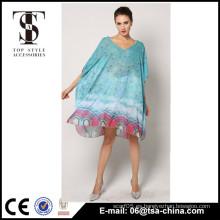 Las mujeres al por mayor de la impresión del pavo real cubren para arriba los vestidos largos de la playa