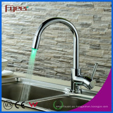 Fyeer Brass Sink LED Kitchen Faucet, Potencia por presión del agua, Sin batería Mezclador de agua Grifo Grifo