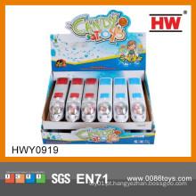 Os desenhos animados quentes da venda puxam para trás o brinquedo do carro com doces para dentro