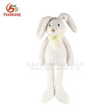 Brinquedo de coelho branco de pelúcia recheado