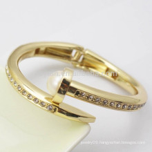 Metal 18k Gold Plated Trendy Luxury Women Girls Pearl Diamond Bangle With Spring