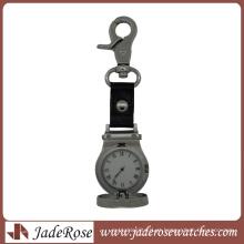 Relógio de bolso liga enfermeira com movimento de quartzo